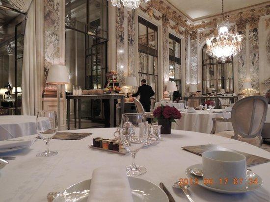 Le Meurice: レストラン ル・ムーリス 朝食のブッフェ