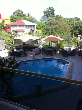 Trade Winds Hotel: poolside