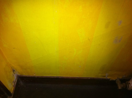 Hotel du Lys : More stains on the wall