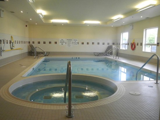 Holiday Inn Hotel & Suites Lloydminster : Pool and hot tub