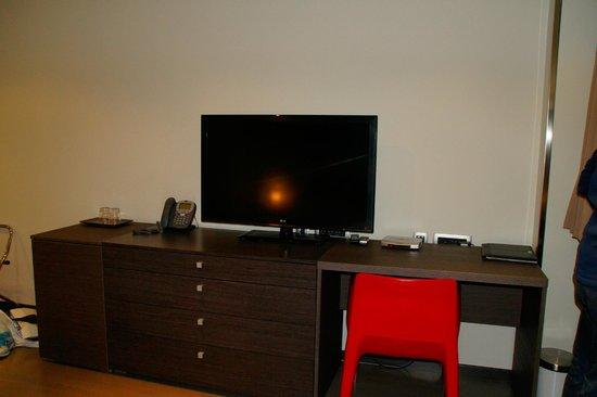 Birokrat Hotel: Fernseher