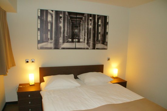 Birokrat Hotel: Bett