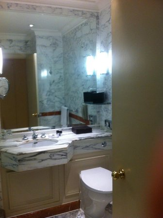 The Langham, London: Bathroom1