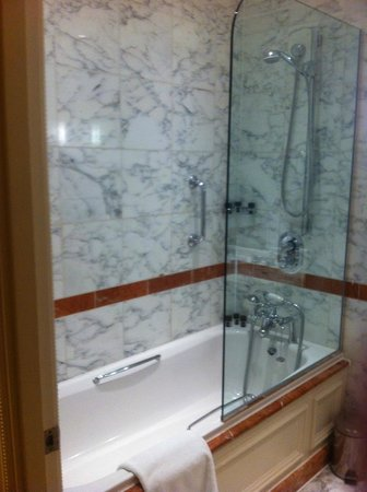 The Langham, London: Bathroom2