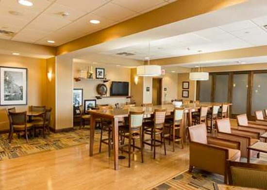 Hampton Inn Presque Isle: Breakfast Seating