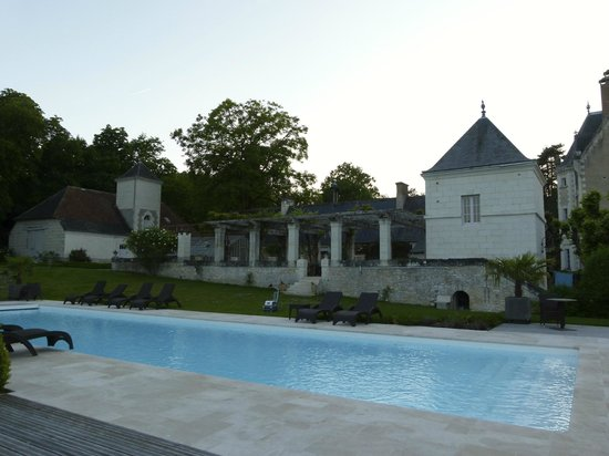 Le Chateau de Fontenay : Pool area.