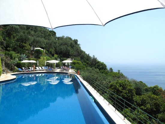 Belmond Hotel Splendido: Beautiful pool with an amazing view!