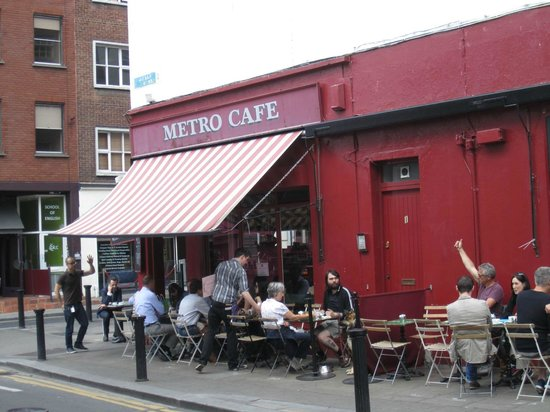 Metro Cafe: Outside Dining!