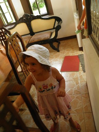 Home Stay Strand: Baby feeling photo shy