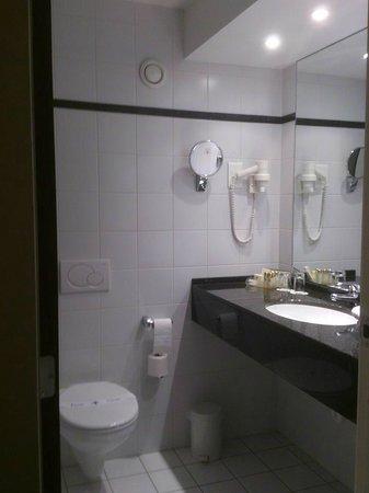 Best Western Premier Keizershof Hotel: Bathroom