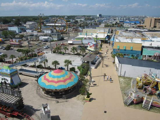 Courtyard by Marriott Carolina Beach: The LARGE carnival adjacent to the hotel which operates nightly from Spring to Fall.