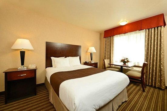 Yellowstone West Gate Hotel: Barrier free room one queen