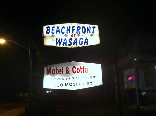 Beachfront at Wasaga Motel and Cottages: Rip off!