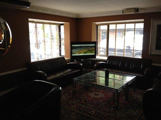 Best Western Hotel Smokies Park : Bar area