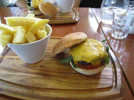 Copper Alley Bistro: A Good Simple Burger!