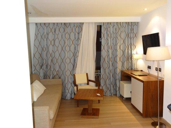 Hipotels Cala Millor Park : Salon junior Suite