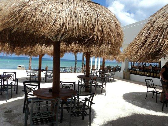 Sunscape Sabor Cozumel: patio next to snack bar  beach bar on far right