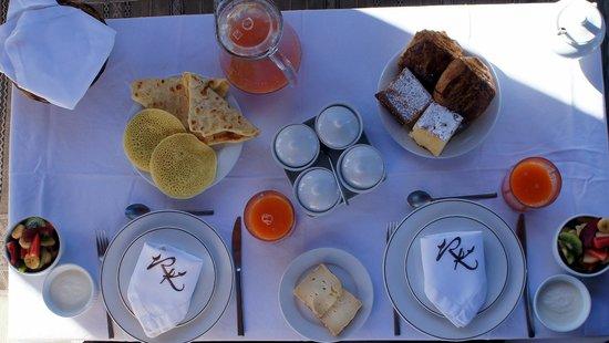 Riad Kheirredine: Breakfast on the roof terrace