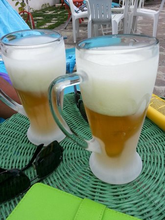 Villa Franca Pompei : Pepes ice cold beers with glasses straight from the freezer