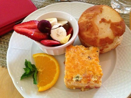 Montford Inn and Cottages: Gluten-free breakfast delivered to our door by the proprietor