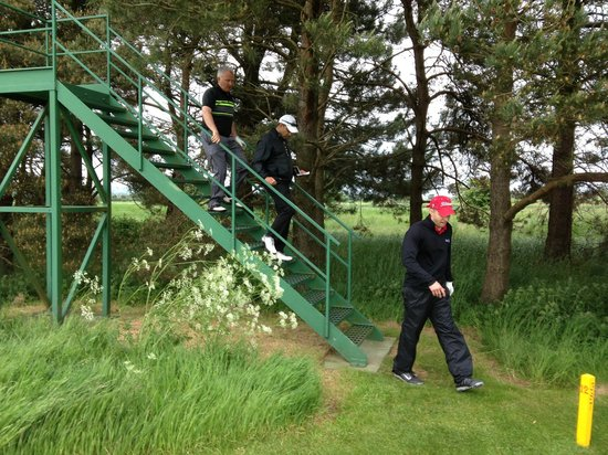 Ganton Golf Club: 18th Hole stair case to actually see the fairway