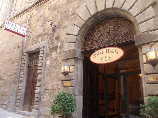 hotel italia - portone ingresso e portoncino laterale