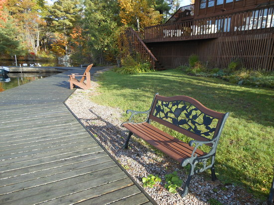 Westwind Inn on the Lake: Awesome boardwalk on Westwind inn property