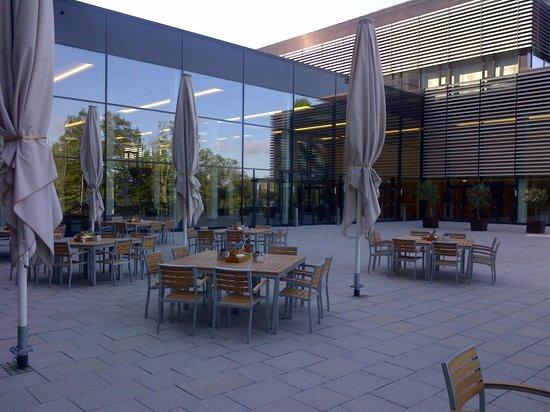 Lufthansa Seeheim: Outdoor eating area