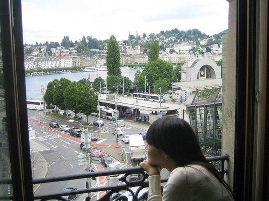 Hotel Monopol Luzern: ชมวิวผ่านหน้าต่างห้อง