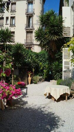 Nice Garden Hotel: Garden Aea