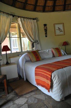 Mohlabetsi Safari Lodge: Unser Zimmer - typisch afrikanisch dekoriert