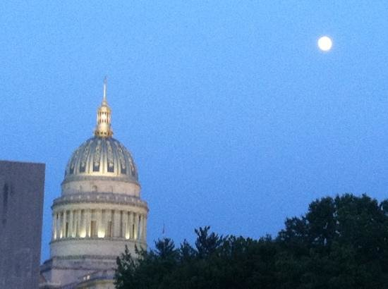 State Capitol: beautiful full moon pic with Capitol