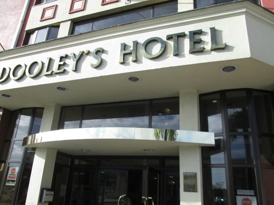 Dooley's Hotel Waterford: entrance