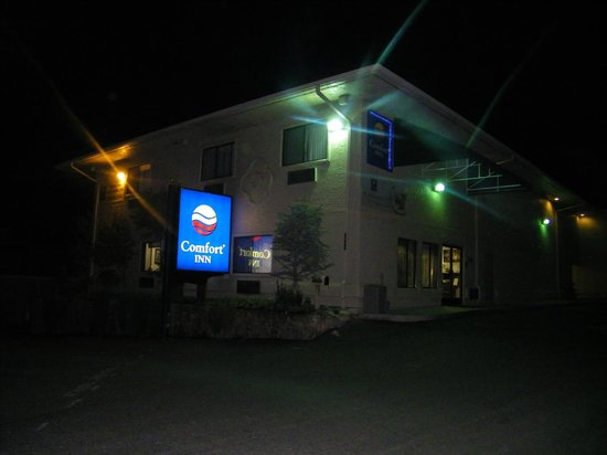 Comfort Inn Yosemite Area: hotel in de avond