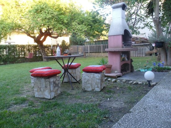 B&B Villa Grace: area barbecue
