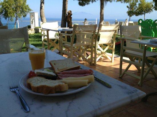 Balcony Hotel: Balcony breakfast