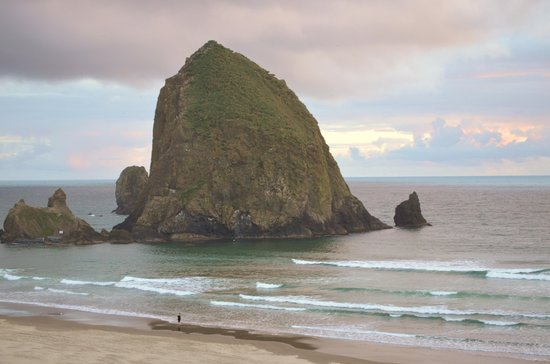 Hallmark Resort & Spa Cannon Beach: Haystack Rock from our balcony