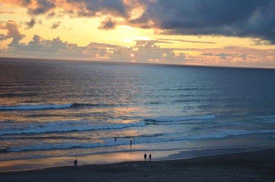 Hallmark Resort & Spa Cannon Beach : Sunset from our baclony