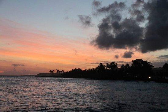 Kuhio Shores Condos: Sunset
