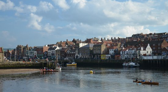 Rosslyn House: Whitby Harbour