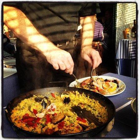 chez albert: Paella being served!!