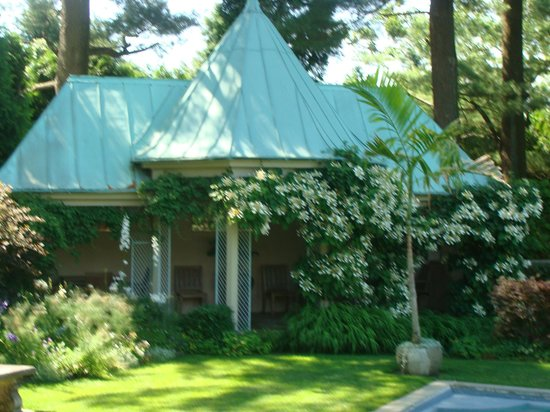 Chanticleer: pool house