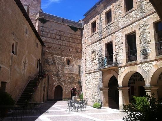 Hotel Castillo de Castilnovo: interior del castillo