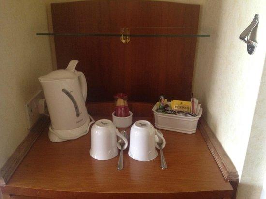 Cardiff Marriott Hotel: Tea & Coffee Facilities