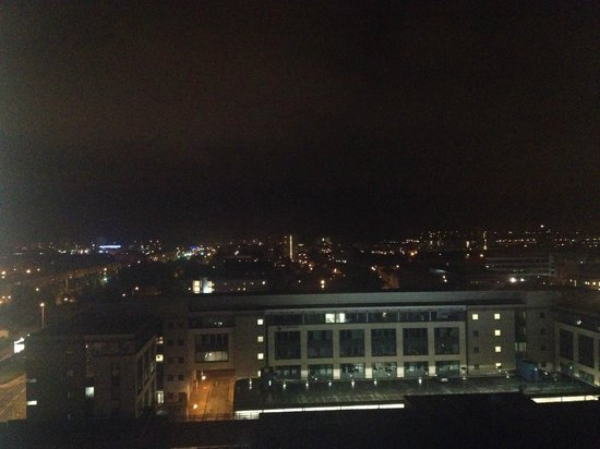 Cardiff Marriott Hotel: Night time view from room 1016