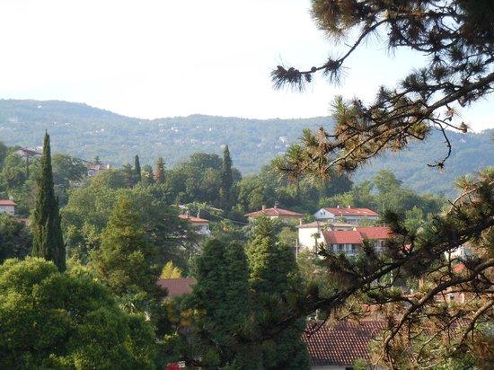 Hotel Villa Eugenia: Вид с балкона в сторону гор