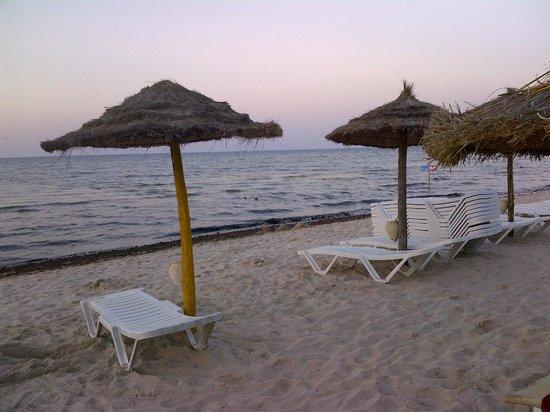 Houda Golf and Beach Club: beach on the evening