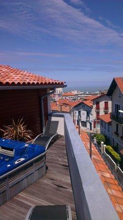 Hotel Au Bon Coin: terrasse 3 eme etage avec jacuzzi