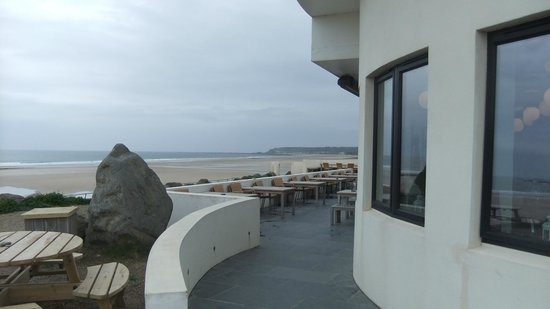 El Tico Beach Cantina: Next to the surfing beach