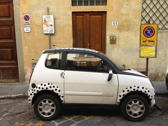 Residence La Contessina: this car was usually parked across street from the hotel-easy to see!